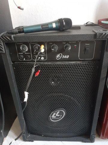 Caixa amplificada com micro fone