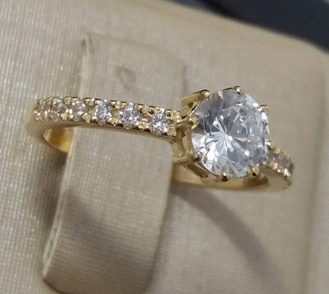 Anel solitário com diamantes sintéticos em ouro 18k  - Foto 2