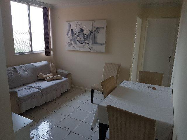 Apartamento na Av. Bernardo Sayão, 2 quartos, garagem, local de trânsito livre