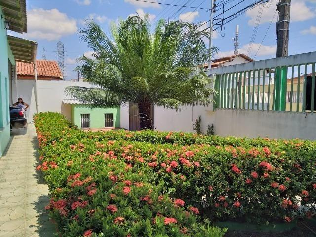 Alugo Linda casa Com Piscina no Parque 10 com 5 Quartos e 2 Suítes - Foto 20