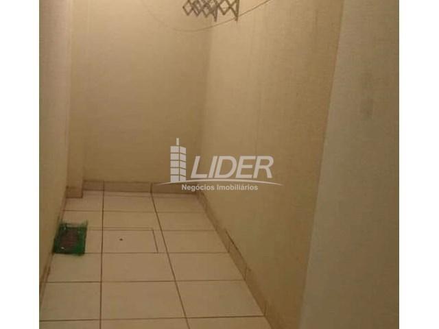Casa de condomínio para alugar com 2 dormitórios em Saraiva, Uberlândia cod:864946 - Foto 3