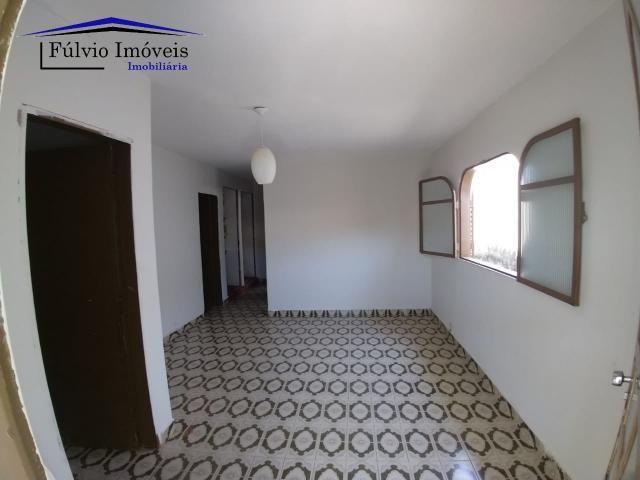Casa simples, toda na cerâmica no Valparaíso II. Imóvel com 03 quartos, sendo 01 suíte e b
