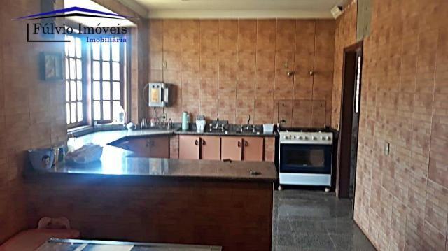 Excelente sobrado rústico, 04 quartos em piso de madeira, 03 banheiros - Foto 7