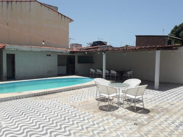 Alugo belíssima casa ampla com piscina, 4 quartos. - Foto 2