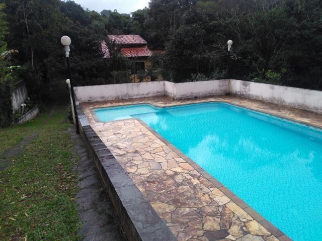 Chácara com casa de alto padrão e com linda e imensa piscina.(Tel. *) - Foto 19