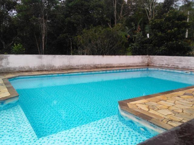 Chácara com casa de alto padrão e com linda e imensa piscina.(Tel. *) - Foto 20