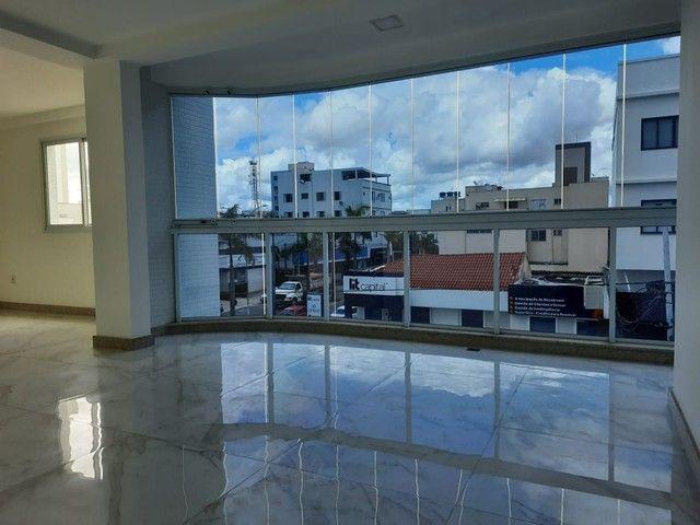 Apartamento 3 quartos para aluguel, 3 quartos, 1 suíte, 2 vagas, Centro - Linhares/ES - Foto 2
