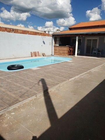 Casa com piscina aluga-se - Foto 2
