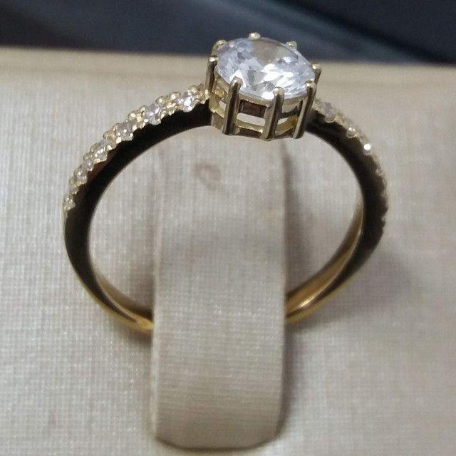 Anel solitário com diamantes sintéticos em ouro 18k  - Foto 3