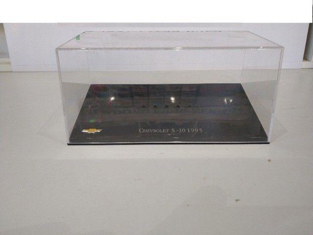 Caixas de acrílico escala 1/43 - Preciso - troco por miniaturas.