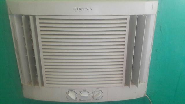 Vende-se um ar condicionado 10 btu pode até negociar