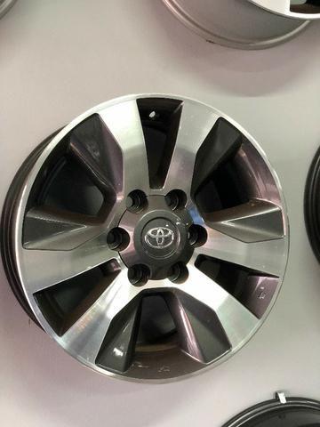 Rodas Aro 17 Toyota Hilux Original SRV Graphite Diamond - Foto 4
