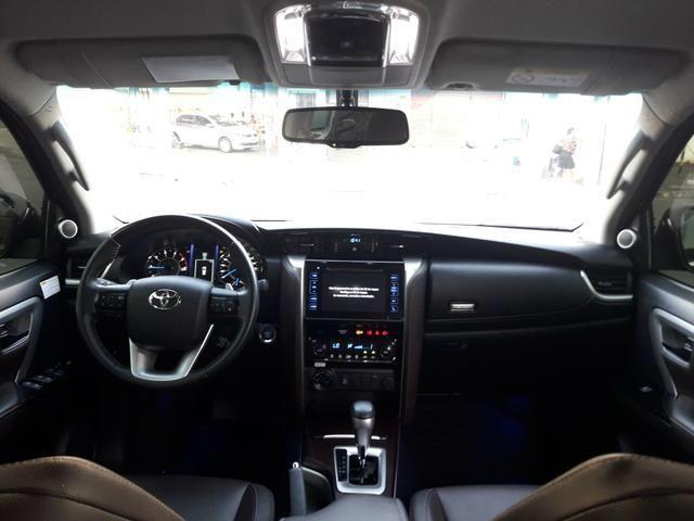 Vendo Toyota Hilux Sw4 Srx 4x4 automática, 7 lugares, financio, passo cartão - Foto 3