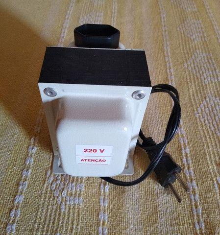 Transformador 220 p/ 110V 750VA - Foto 2
