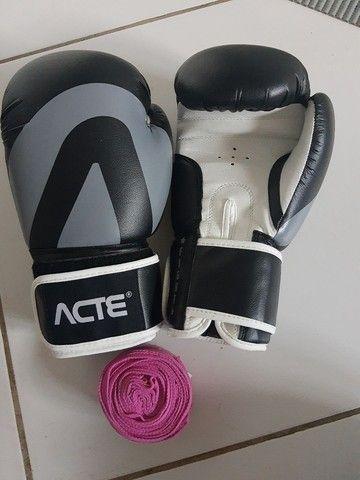 Luvas de boxe e bandagem