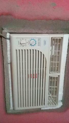 Vendo Ar condicionado 7.500