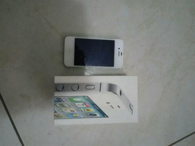 IPhone 4s 8g semi novo 100% e atualizado versão 9.3.5