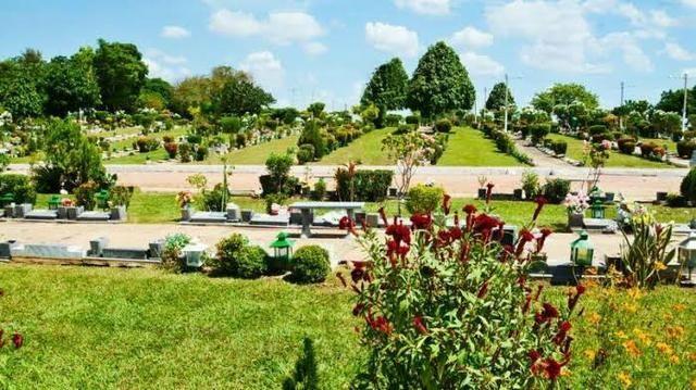 Túmulo cemitério jardim da ressurreição