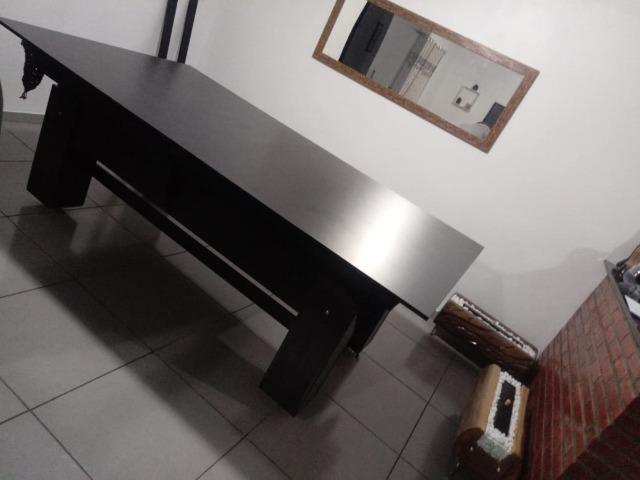 Mesa Semi oficial Cor Preta Tecido Vermelho e Borda Preta Mod. TXRK3553