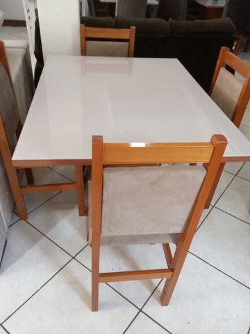Mesa de vidro com 4 cadeiras - Foto 3