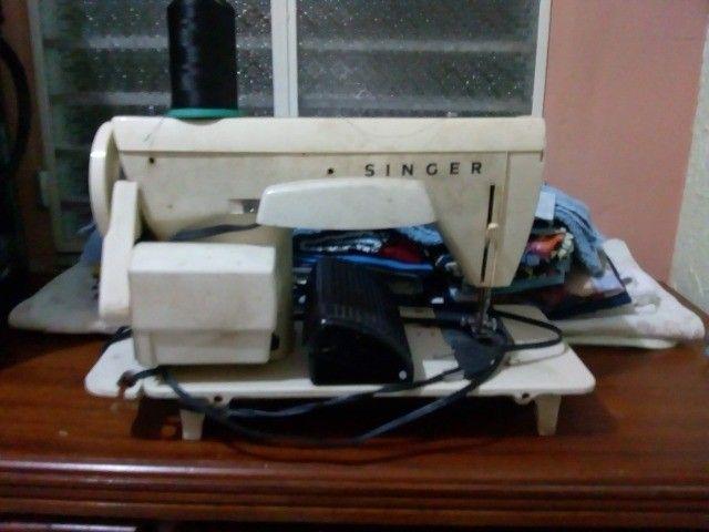 Maquina de Costura Singer 966 - Foto 2