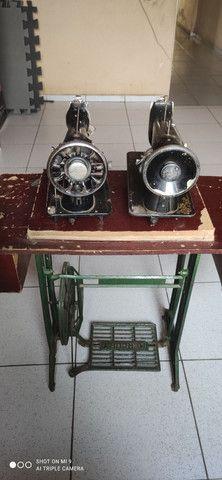 Duas máquinas uma  Singer e outra glória pé próprio pra máquina  - Foto 2