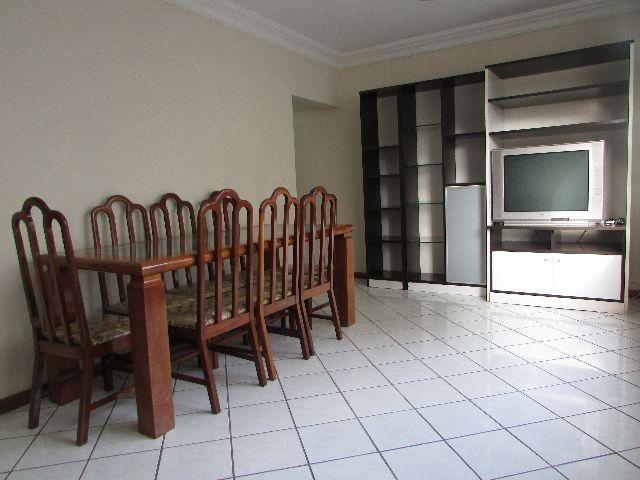Apartamento 3 quartos completo no miolo da Praia do Canto