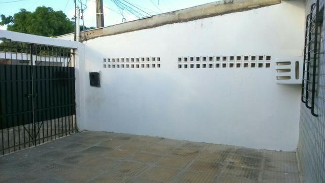Casa em pau amarelo 2 quartos a 15 munitos do terminal de onibus - Foto 2