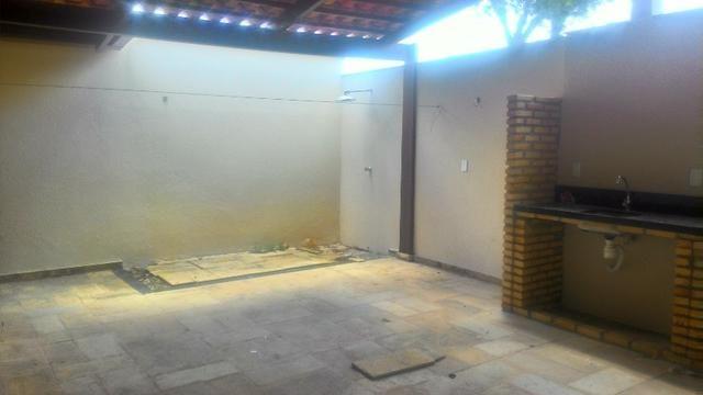 Casa Plana com Deck + Churraqueira + Chuveirão + Móveis projetados - 2 vagas - Pedras - Foto 14