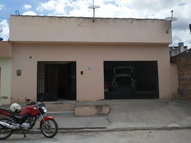 Vende-se uma casa em Vitoria de Santo Antão