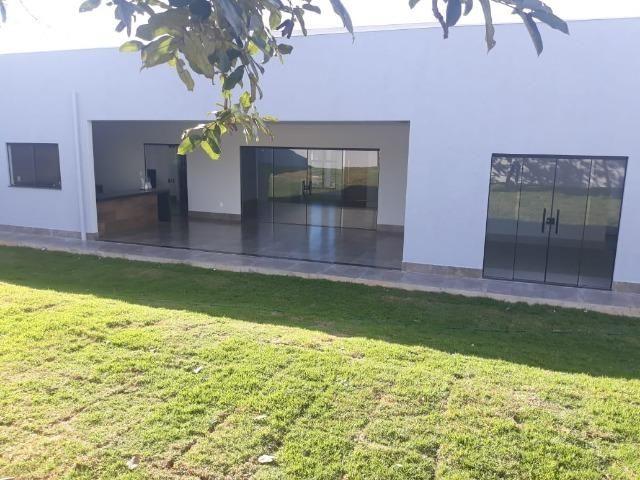 Belíssima Casa com 3 suítes - Cond. Estancia Quintas da Alvorada - Foto 2