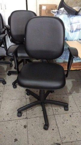 cadeira diretor dentro das normas NR17 a partir de 490,00