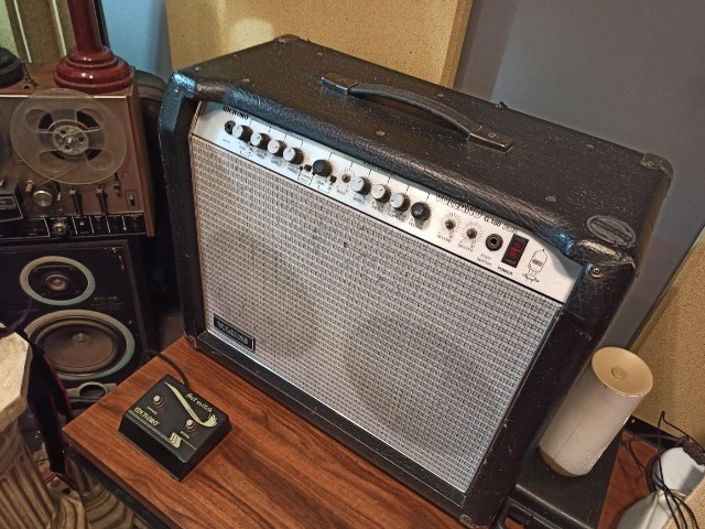 Amplificador c/ Pré Valvulado Vulcano G100 2x10