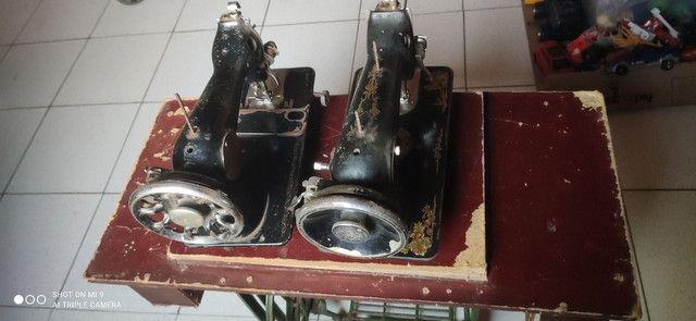 Duas máquinas uma  Singer e outra glória pé próprio pra máquina  - Foto 3
