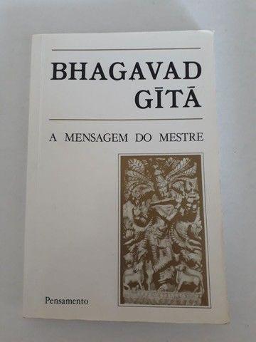 """Livro """"BHAGAVAD GITÃ""""  A Mensagem do Mestre"""""""