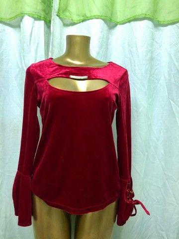Blusa de Veludo Vermelha - Foto 2