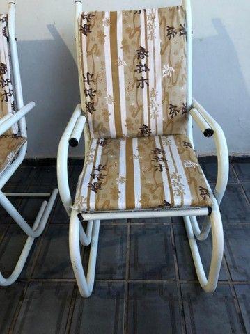 Vendo 4 cadeiras de ferro com estofados - Foto 3