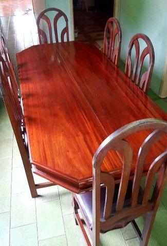 Uma Mesa com 6 lugares  - Foto 2