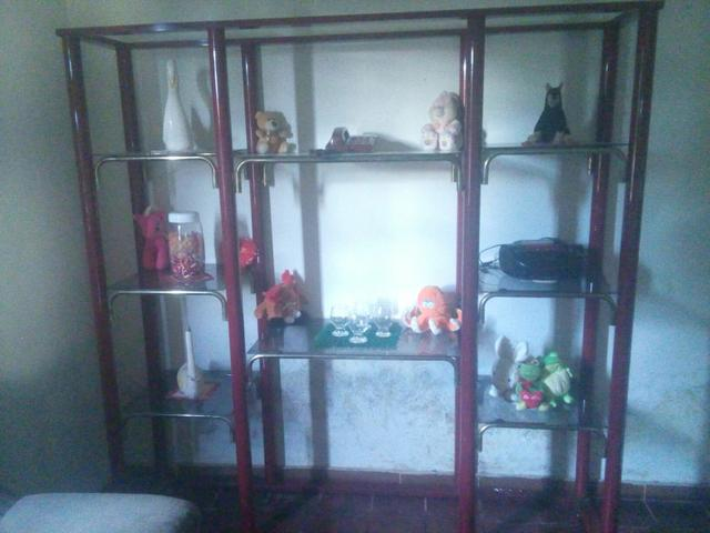 Vendo jogo de sofa e uma estante