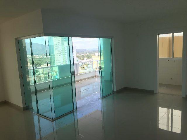 Apartamento 3 Suítes sendo 1 Master com Hidro e 2 Vagas - Vista Mar