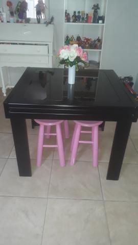 Vende se mesa de madeira c/4 bancos