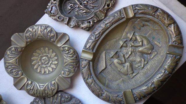 """Cinzeiros de Escritorio em Bronze """"Holland"""" Decoração - Foto 3"""