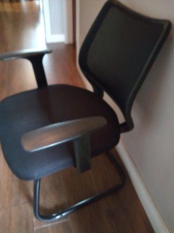 03 cadeiras de escritório em excelente estado /R$150 cada ou R$400 pelas 3.