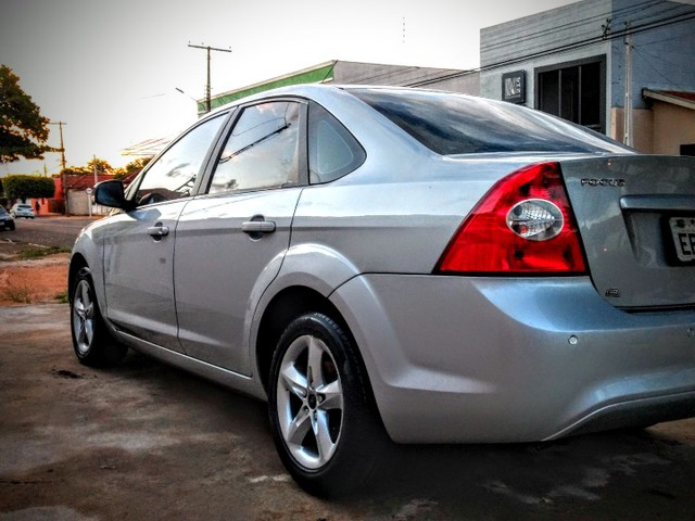 Vendo ou troco Ford Focus Sedan Financiado - Foto 2