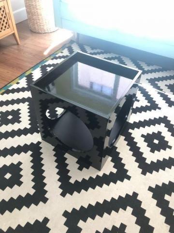 Mesa lateral laqueada preta em bom estado