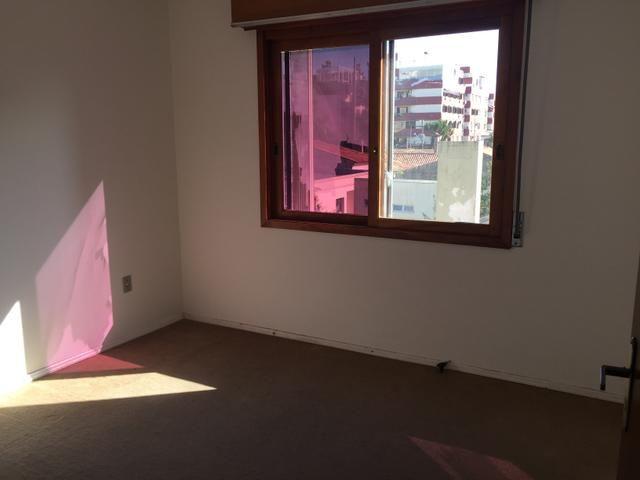 Espaçoso apartamento, quatro quartos - Foto 6