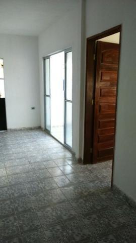 Casa em pau amarelo 2 quartos a 15 munitos do terminal de onibus - Foto 3