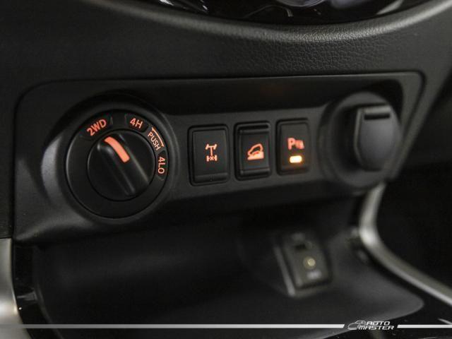 Nissan Frontier LE CD 4x4 2.3 Bi-TB Diesel Aut. - Cinza - 2018 - Foto 14