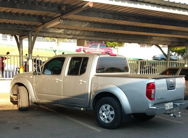 "Nissan frontier 14/15 "" bem conservada ou troco por Sw4 ou Pajero - Foto 4"