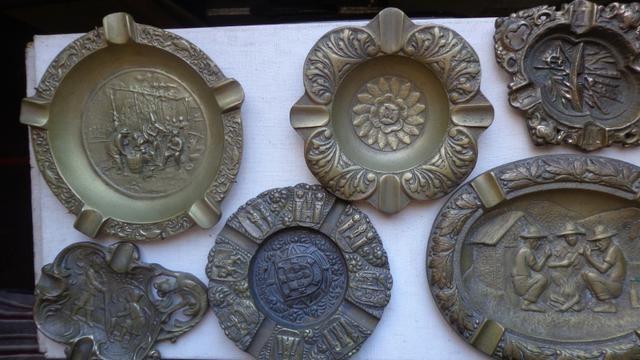 """Cinzeiros de Escritorio em Bronze """"Holland"""" Decoração"""